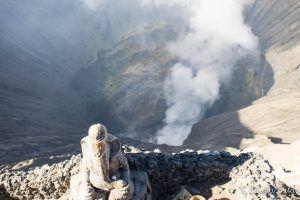 boca del cráter Bromo y lugar de culto