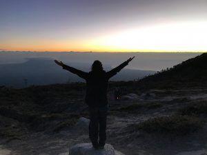 amanece en el volcan Kawah ijen