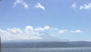 Impresionante silueta del volcan Kawah Ijen desde Bali