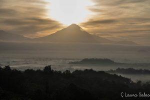 Contraste de luces en Merapi