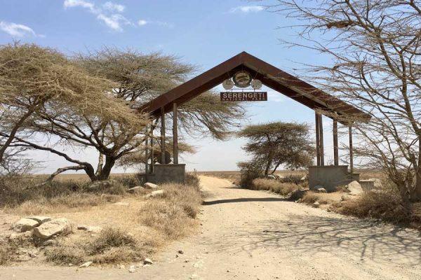 puerta entrada Serengeti